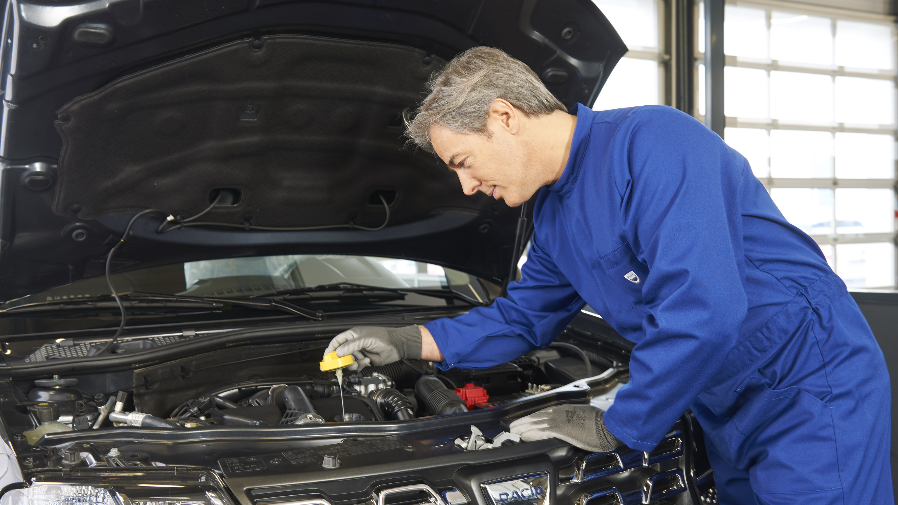 Dacia-services-and-maintenance-ateliers-dacia-repair-016.jpg